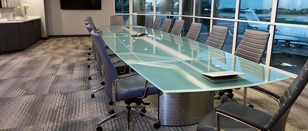 میز کنفرانس شیشه ای