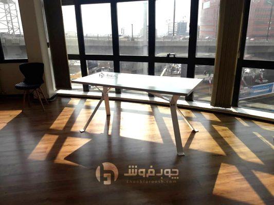 میز-اداری-با-پایه-های-خاص