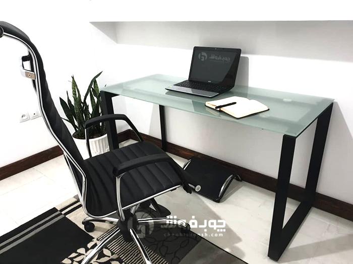 میز-صفحه-شیشه-ای-مدرن-پایه-فلزی
