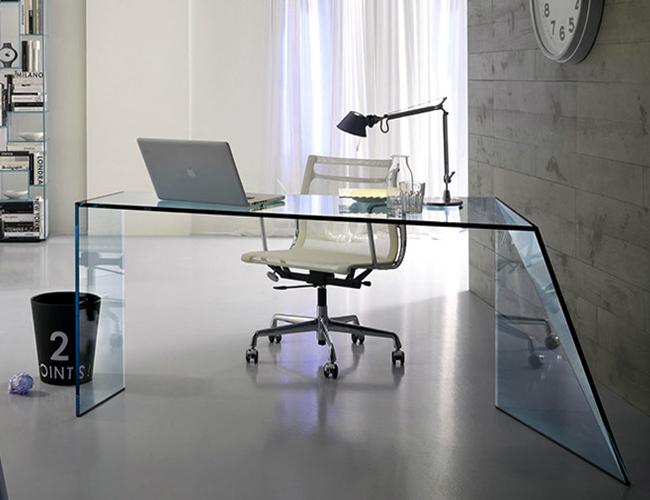 شکستن میز های شیشه ای